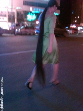 Floor length long hair photos from Chinese twitter