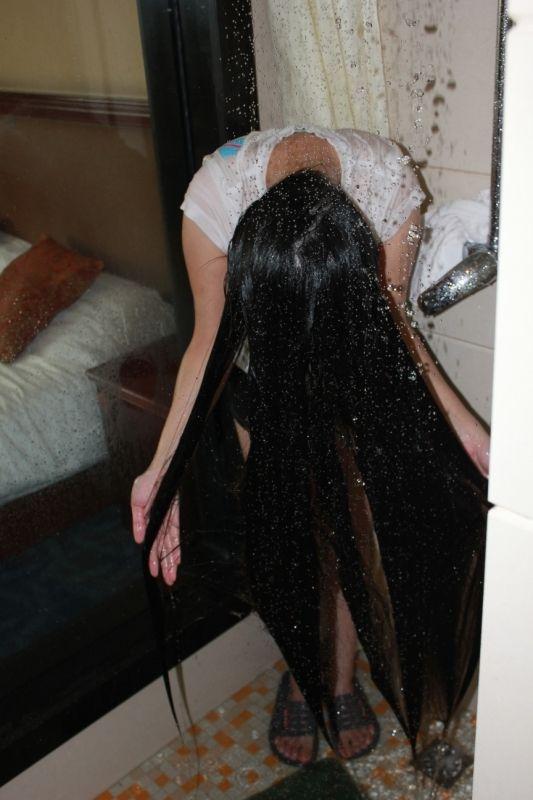 Xiaoyangzeihuai Wash Her Beautiful Long Hair