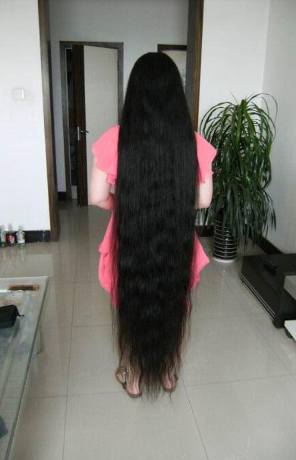 Xiaobai Has Very Long Hair About Floor Length