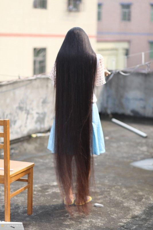Very beautiful long hair girl on roof - [ChinaLongHair.com]