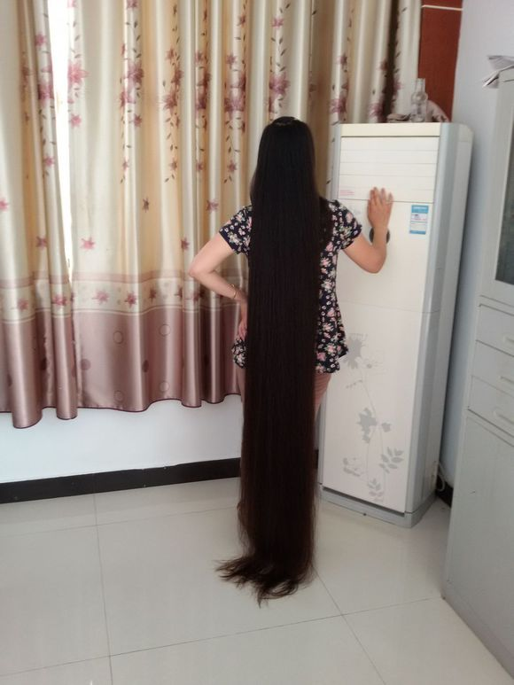 Xinyu Has Almost 2 Meters Super Long Hair Chinalonghair