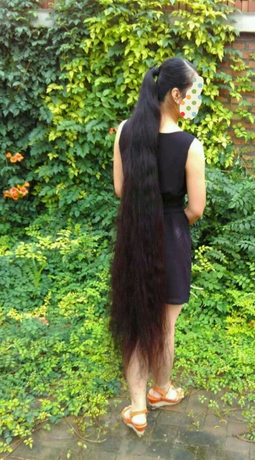 shuidishichuan06 has almost floor length long hair