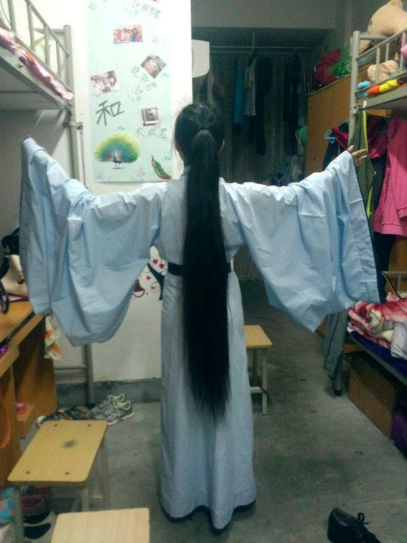 Calf length long hair girl likes Chinese traditional culture