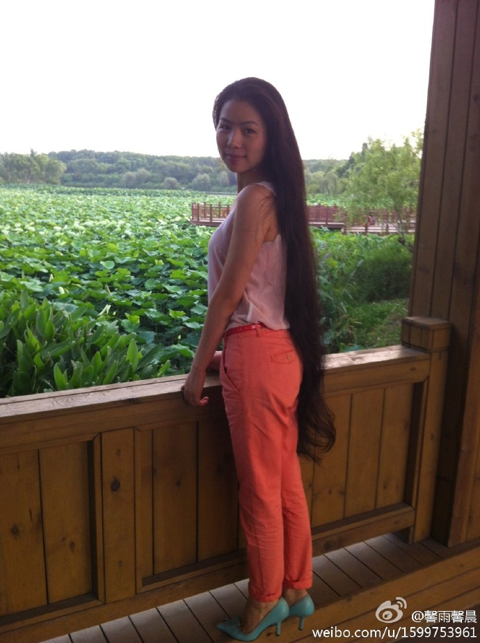 Zheng Sizhen from Shanghai has 1.3 meters long hair