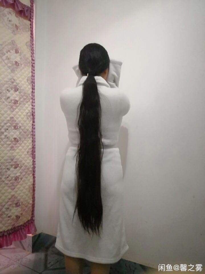 Beautiful thigh length long ponytail